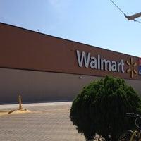 Foto tomada en Walmart por James B. el 11/6/2012