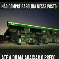 Photo taken at Posto Shell by Raphael Fabrício A. on 1/26/2015