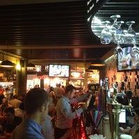 5/13/2013 tarihinde Hasan D.ziyaretçi tarafından Elma Pub & Beercity'de çekilen fotoğraf