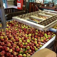 Photo taken at Brookfield Orchard by Steph M. on 9/8/2013