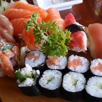 Foto tirada no(a) Kamakura Sushi por Gerson F. em 7/17/2013