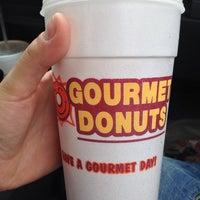 6/13/2013にAmanda G.がGourmet donutsで撮った写真