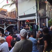 9/25/2013にdoyogalovelifeがBourbon Street Bar & Grillで撮った写真