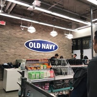 Photo taken at Old Navy by Dilara 🐰 on 12/14/2017
