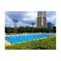 Photo taken at 目黒区民センター 屋外プール by Kousuke N. on 8/16/2015