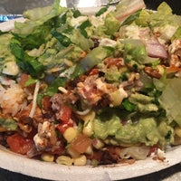 Photo taken at Chipotle Mexican Grill by ryumie h. on 2/26/2017