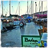 9/24/2013 tarihinde Zeren S.ziyaretçi tarafından Badem Cafe'de çekilen fotoğraf