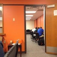 4/22/2013 tarihinde Matt C.ziyaretçi tarafından Classroom Building'de çekilen fotoğraf