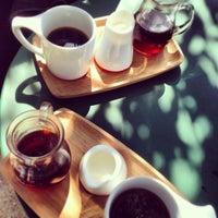 Das Foto wurde bei Intelligentsia Coffee von Louay K. am 9/7/2013 aufgenommen