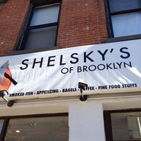 Foto scattata a Shelsky's of Brooklyn da Cleide C. il 10/12/2014