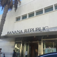 Photo taken at Banana Republic by Nicole B. on 11/30/2016