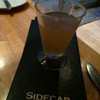 Foto tomada en Sidecar Bar and Grill por Arlene el 9/25/2014