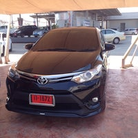 Photo taken at Toyota Teerachai Ratchaburi by Iambeebuay on 2/27/2015