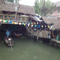 Photo taken at Klong Lat Mayom Floating Market by Nueng N. on 4/28/2013