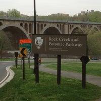 รูปภาพถ่ายที่ Rock Creek Running Trail โดย Aaron V. เมื่อ 4/16/2013