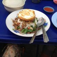 Photo taken at น้องโดนัท อาหารตามสั่ง by Preechaya Y. on 3/7/2013