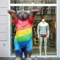 Das Foto wurde bei Brunos - Gay Shopping World von Sergei K. am 1/13/2018 aufgenommen