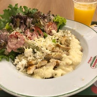 Photo taken at Restaurante e Pizzaria Atlântico Express by Marília T. on 3/9/2018