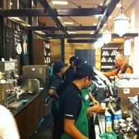 Foto tirada no(a) Starbucks Coffee por Jeff F. em 1/27/2013