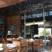 Foto tomada en La Ocho Restaurante por Ana L. el 8/27/2014