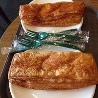 Photo taken at Starbucks by 若若妖 on 10/15/2013