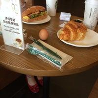 Photo taken at Starbucks by 若若妖 on 7/28/2014