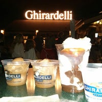 Photo taken at Ghirardelli Ice Cream & Chocolate Shop by Flávia M. on 4/25/2013