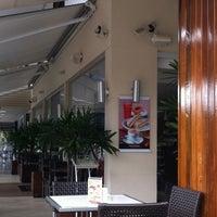 Photo taken at Fran's Café by Rosinaldo F. on 9/29/2012
