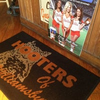 Photo taken at Hooters of Williamsburg by Walter R. on 5/20/2013