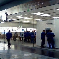 Photo taken at Apple by Kevin L. on 6/20/2013