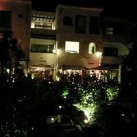 Foto tomada en Hotel Puente Romano por Julia P. el 8/23/2013