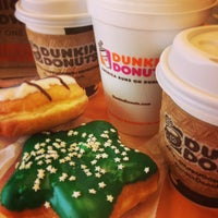 Photo taken at Dunkin' Donuts by infokan on 11/16/2013
