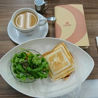 Photo taken at BOOKS & CAFE UCC そごう大宮店 by Schinichi F. on 9/23/2017