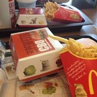 Foto tirada no(a) McDonald's por Roselena S. em 7/4/2013