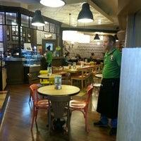 6/30/2013 tarihinde Turgut Kaan V.ziyaretçi tarafından Shakespeare Coffee & Bistro'de çekilen fotoğraf