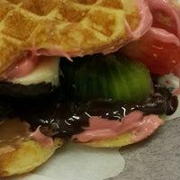 2/4/2014 tarihinde Özgeziyaretçi tarafından Choco Bons Waffle'de çekilen fotoğraf