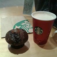 Photo taken at Starbucks by Julyenne C. on 12/12/2013