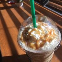 Foto tirada no(a) Starbucks por Carmen V. em 7/19/2017