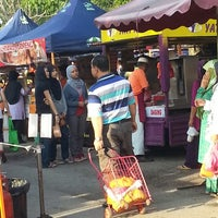 Photo taken at Sec13 Car Boot Sale by Mokhtar M. on 4/28/2013