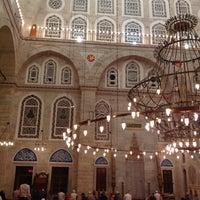Das Foto wurde bei Edirnekapı Mihrimah-Sultan-Moschee von Rukiye S. am 7/9/2013 aufgenommen