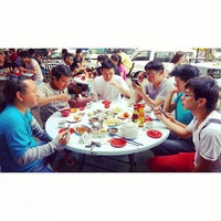 Photo taken at Kedai Kopi dan Makan Seong Kee (祥记饱饺点心茶餐室) by Zac K. on 5/30/2013