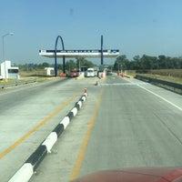 Photo taken at Autopista Arco Norte (Caseta Atitalaquia) by Luis Hector R. on 12/5/2015