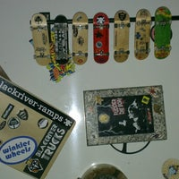 Photo taken at Epid Fingerboards by KiNeTiC EnergY™ on 5/21/2014