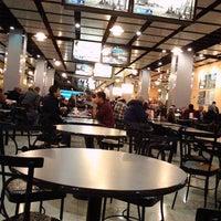 Photo prise au Ogilvie Food Court par K. K. le12/9/2012