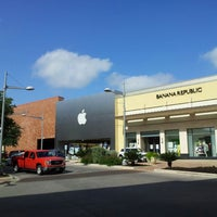 Photo taken at Apple The Domain by Mario G. on 4/22/2013