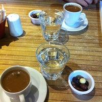 8/14/2013 tarihinde Ceren Ç.ziyaretçi tarafından Western Lucky's Cafe & Bistro'de çekilen fotoğraf