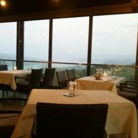 Das Foto wurde bei Restaurant UTO KULM von Андрей О. am 5/5/2013 aufgenommen