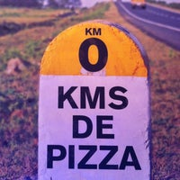 Foto diambil di Kilómetros de Pizza oleh Patsapel pada 8/28/2013