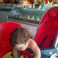 Foto tomada en come va gelati e caffe' por Arturo G. el 7/29/2013