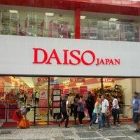 Foto tirada no(a) Daiso Japan por Ricardo S. em 2/1/2013